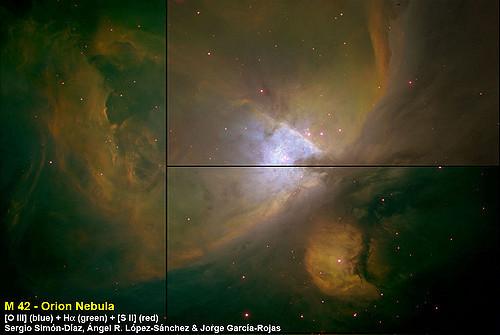 Imagen en falso color de la Nebulosa de Orión, M 42, observada desde el Telescopio Isaac Newton, de 2.5m, en el Observatorio del Roque de los Muchachos en la isla de La Palma (España) usando el instrumento de gran campo Wide Field Camera (WFC). Se usaron filtros estrechos para recrear los colores, en concreto [O III] 5007 Å para el azul, Hα 6563Å para el verde y [S II] 6720Å para el rojo. Las líneas verticales negras corresponden a la separación entre distintas CCDs. Bajo M 42 se observa M 43, la nebulosa de Marian, que es ionizada por una estrella no muy caliente, de ahí que no se observe apenas en [O III] (en azul), sobre todo si se compara con la Nebulosa de Orión. Crédito de la imagen: Sergio Simón-Díaz, Ángel R. López-Sánchez y Jorge García.